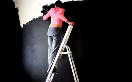 How-to-Paint-a-Black-Wall[1]